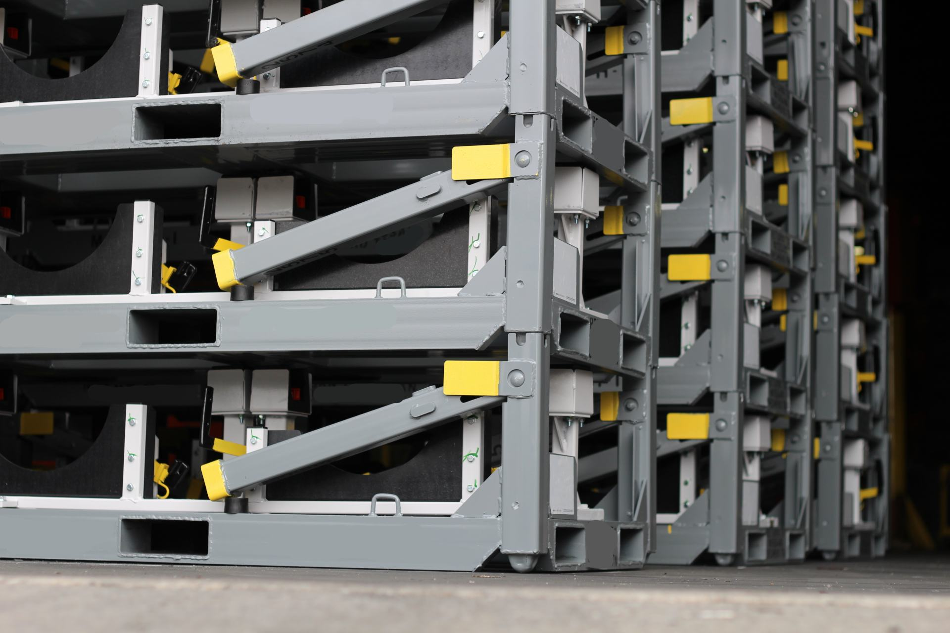 Collapsible engine racks